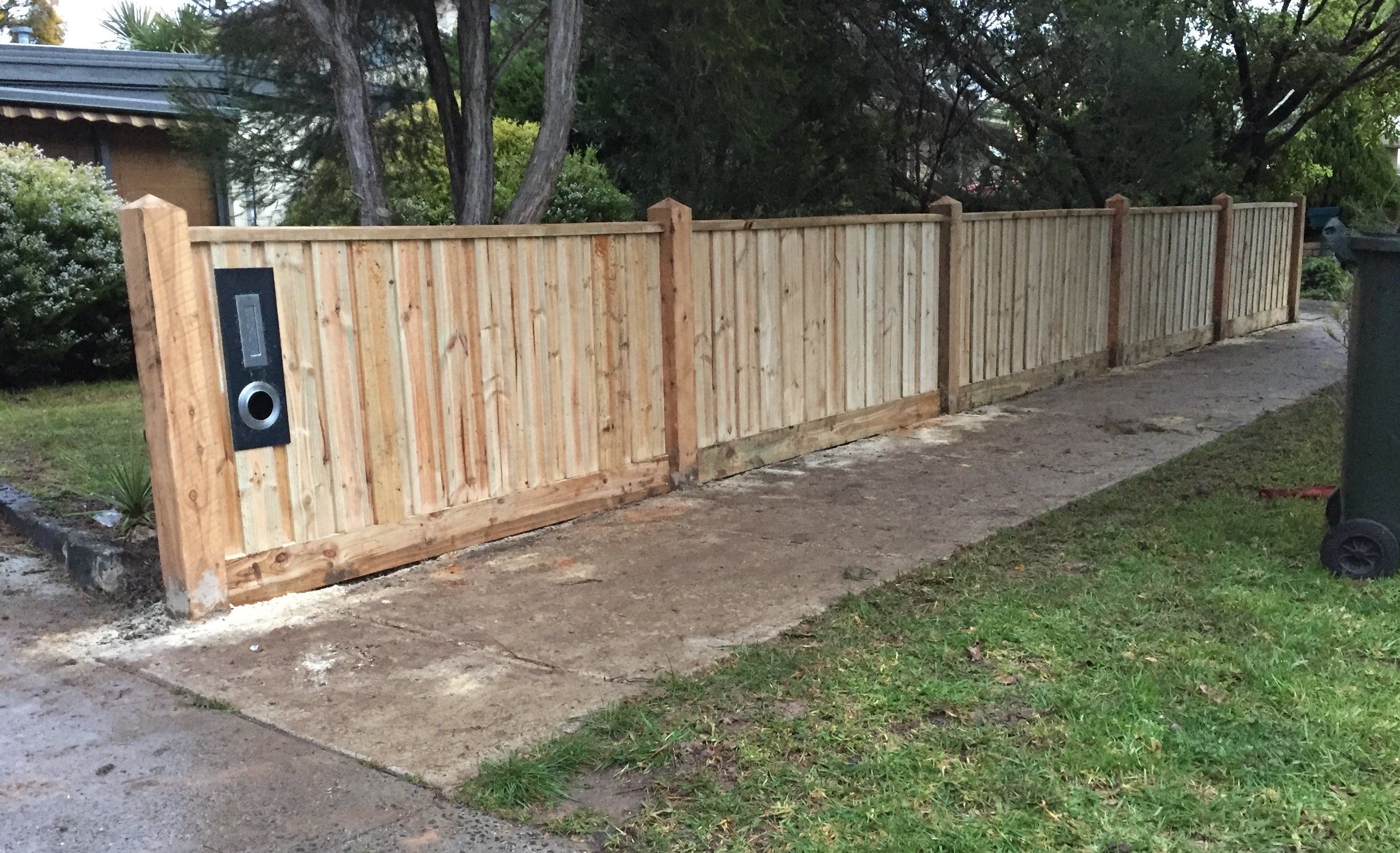 front-feature-fence