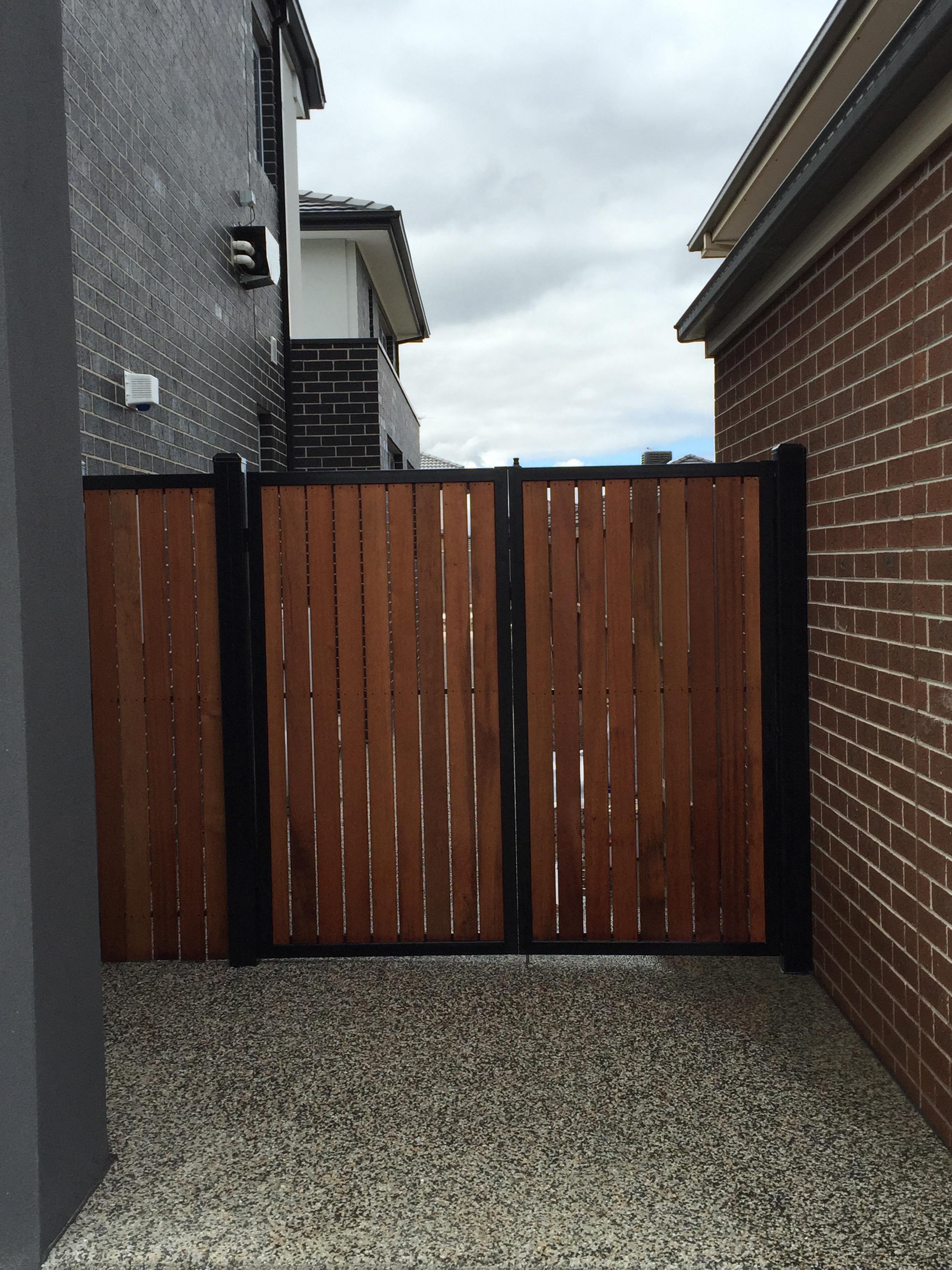 steel-frame-powder-coated-merbau-gates-10